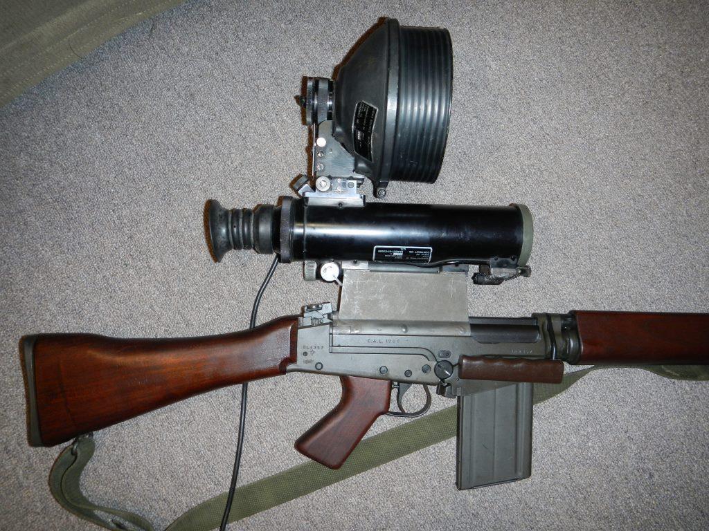 Fusil FN C1A1 et Fusil-mitrailleur FN C2A1 du Canada - Page 2 3011