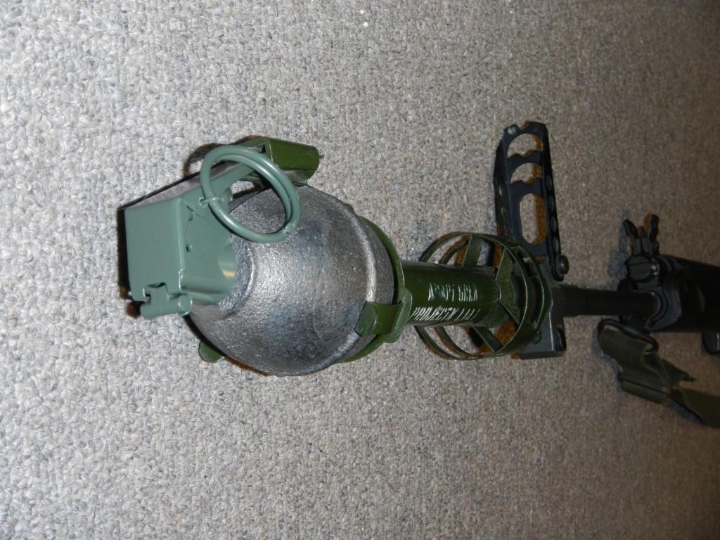 Fusil FN C1A1 et Fusil-mitrailleur FN C2A1 du Canada 320