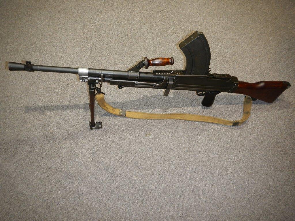 Le fusil-mitrailleur BREN MK II fabriqué au Canada par la Compagnie John Inglis 322