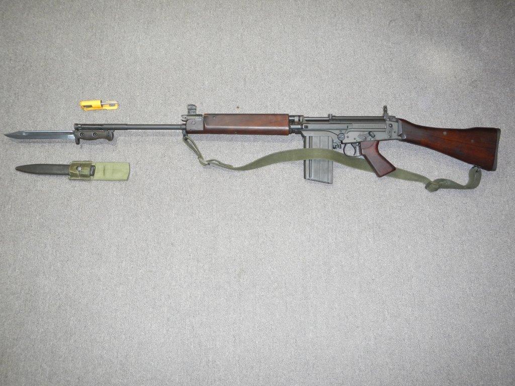 Fusil FN C1A1 et Fusil-mitrailleur FN C2A1 du Canada - Page 2 327