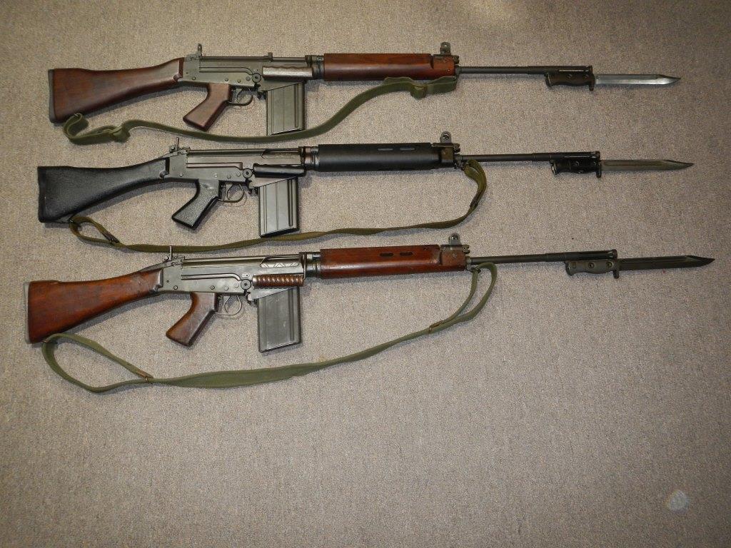 Les trois fusils FAL du Commonwealth réunis ensemble pour des photos 37_cop11