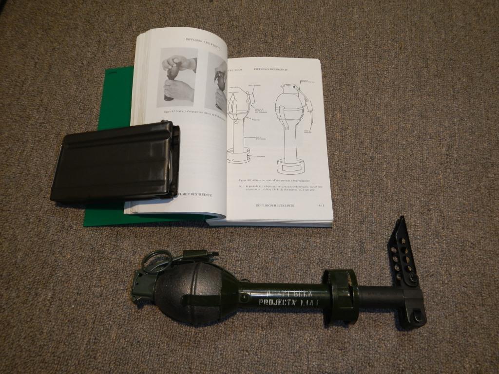 Fusil FN C1A1 et Fusil-mitrailleur FN C2A1 du Canada Dscn2010