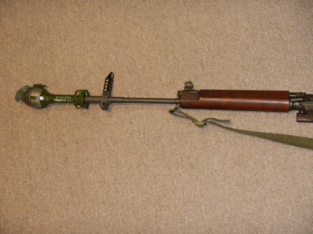 Fusil FN C1A1 et Fusil-mitrailleur FN C2A1 du Canada Dscn2012