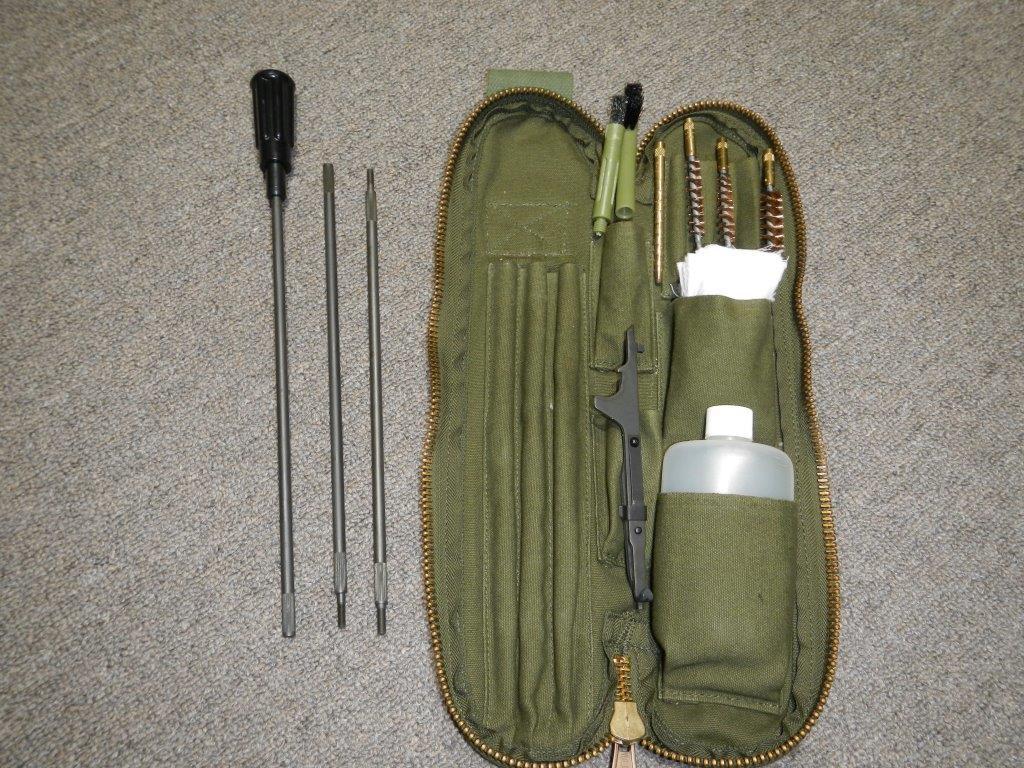 Fusil FN C1A1 et Fusil-mitrailleur FN C2A1 du Canada Dscn3424