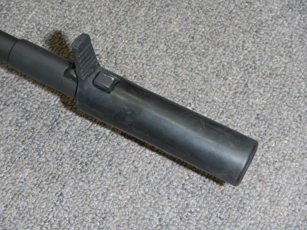 Fusil FN C1A1 et Fusil-mitrailleur FN C2A1 du Canada - Page 2 Dscn5011
