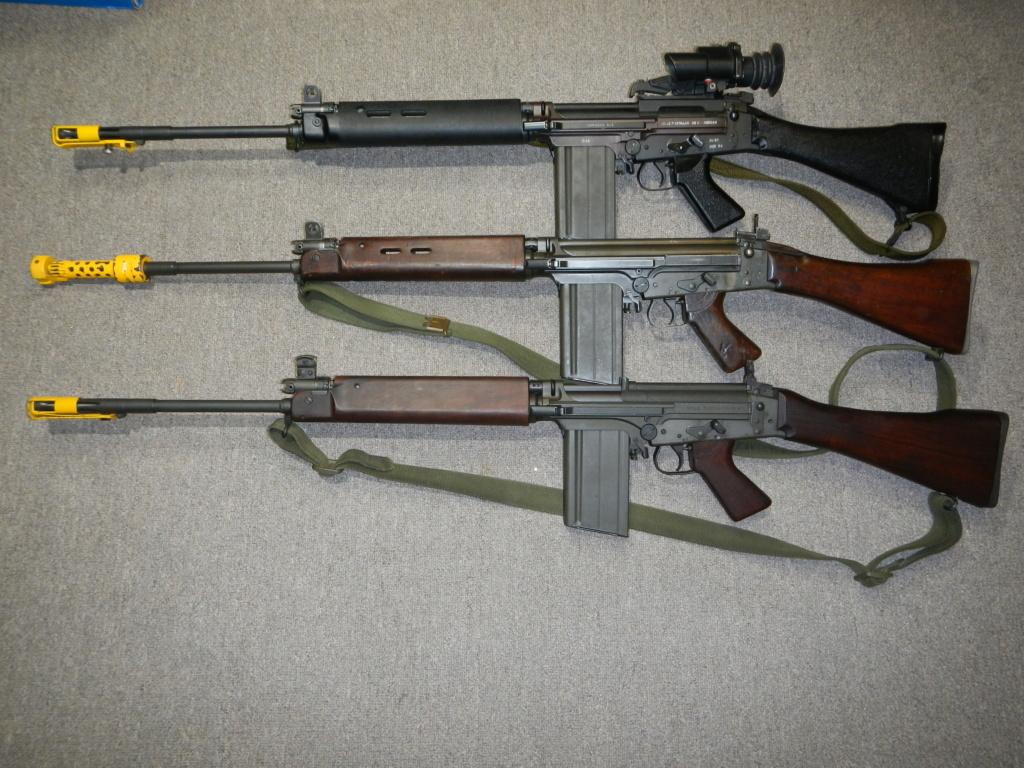 Les trois fusils FAL du Commonwealth réunis ensemble pour des photos Dscn5334