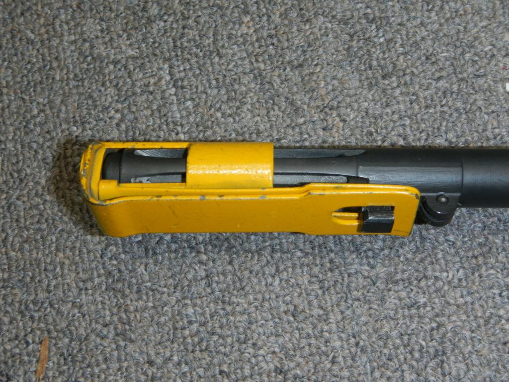 Fusil FN C1A1 et Fusil-mitrailleur FN C2A1 du Canada - Page 2 Dscn5344