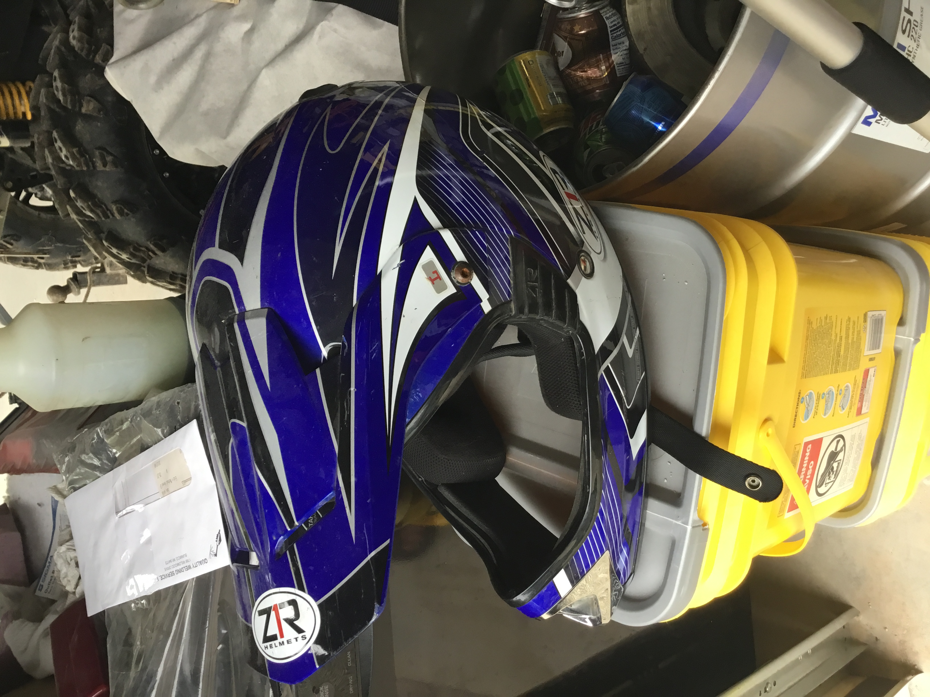 Which helmet is the lesser of two evils? Ed3f6010
