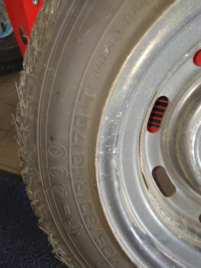 pneu d'origine sur remorque ERDE Pneu_s12