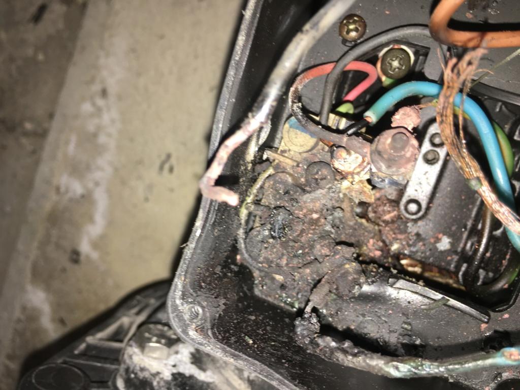 Boîtier pour condensateur HS pompe Img_3111