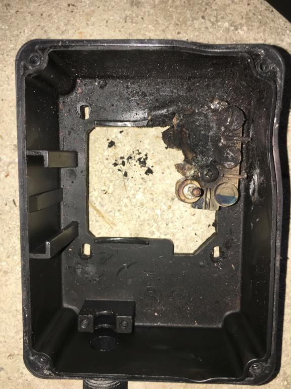 Boîtier pour condensateur HS pompe Img_3112