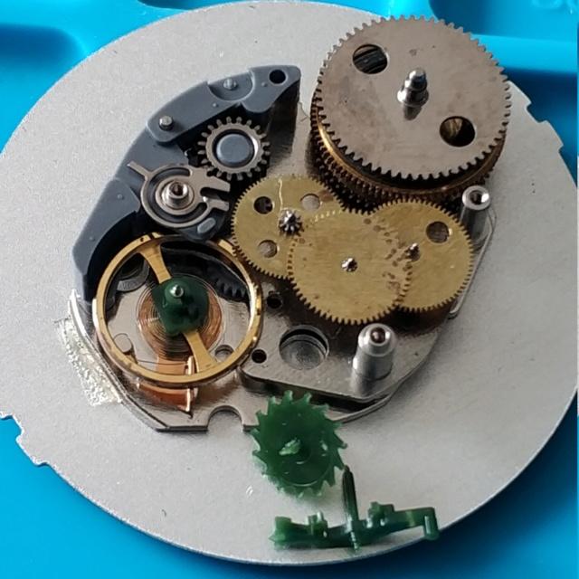 Un post qui référence les montres de brocante... tome IV - Page 33 Img_2035