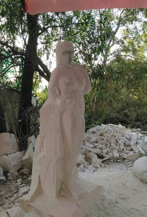 Sculptures faites pour l'hôtel en Sicile Eeowxt10