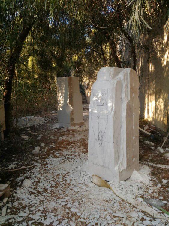 Sculptures faites pour l'hôtel en Sicile K7uvui11