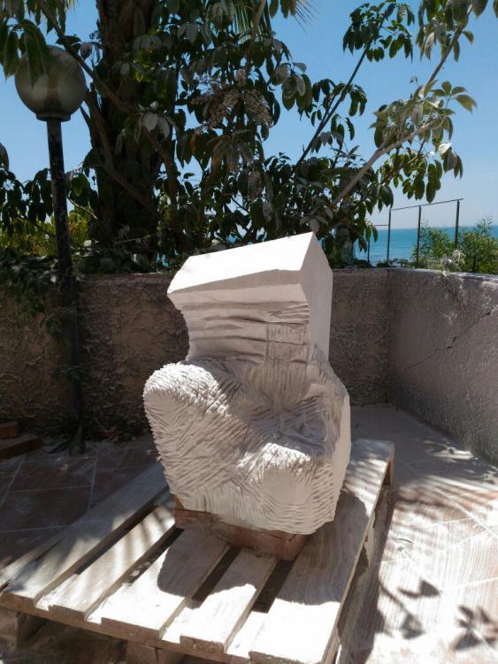 Sculptures faites pour l'hôtel en Sicile Tsaqjs10