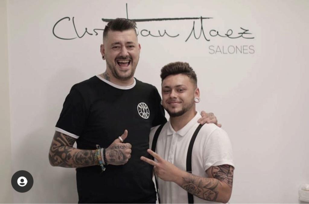 ¿Cuánto mide el peluquero Brian Barber? - Altura - Real height Img_3097