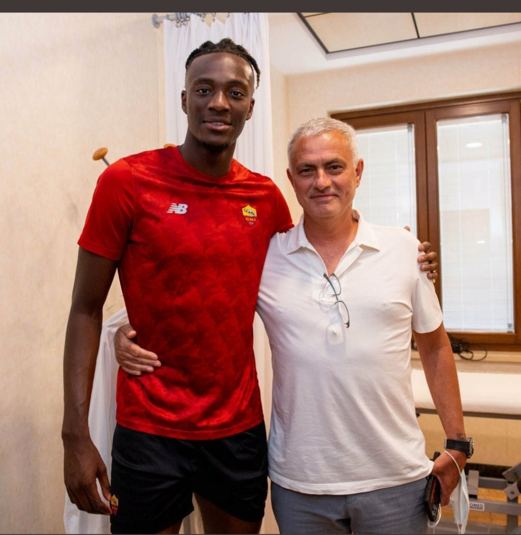 ¿Cuánto mide Tammy Abraham? - Altura - Real height Img_3279
