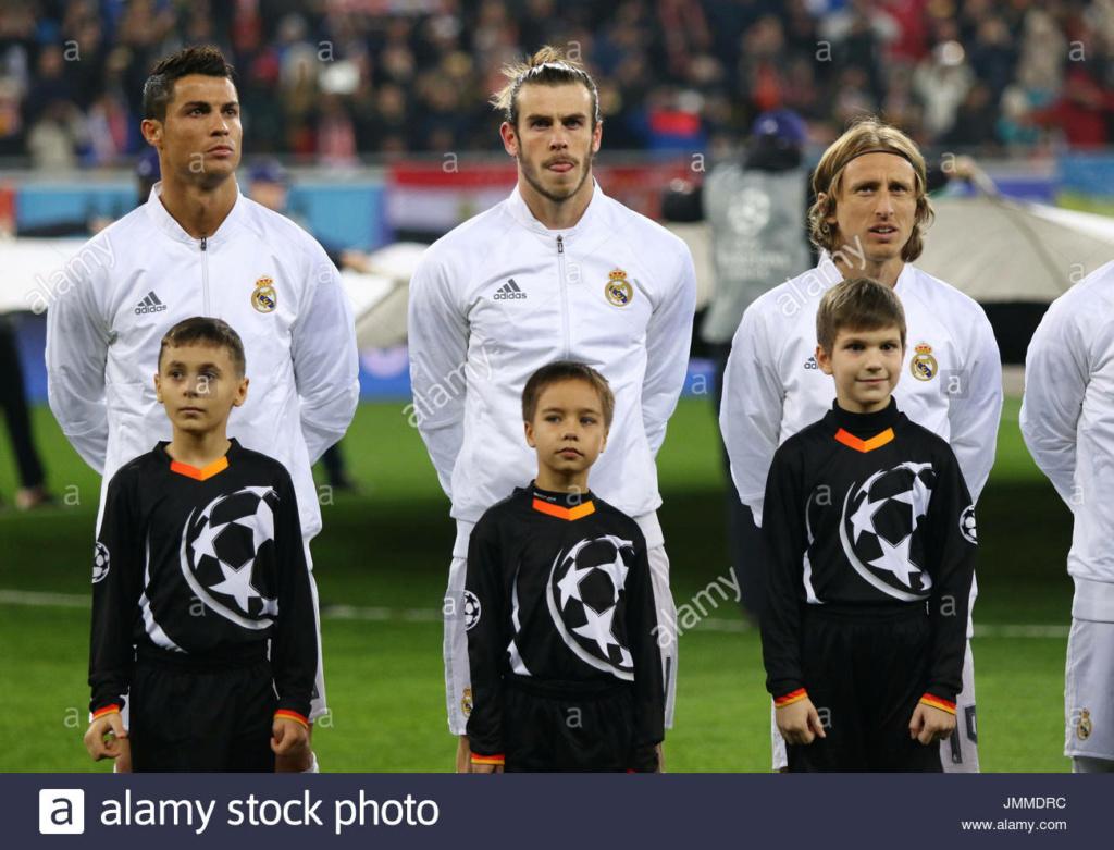 ¿Cuánto mide Cristiano Ronaldo? - Altura y peso - Real height - Página 8 Jmmdrc10