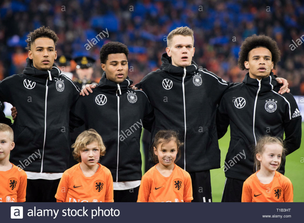 ¿Cuánto mide Thilo Kehrer? - Real height T1b3ht10