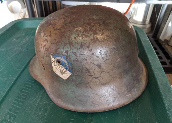 Casque allemand insigne inconnus  63c9ee10