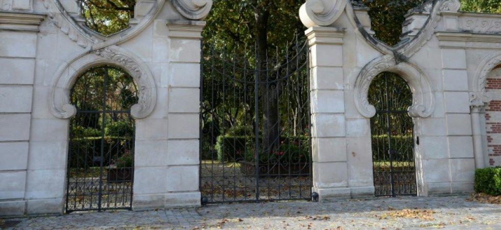 Une sculpture à la mémoire des animaux au cimetière parisien des chiens. -cimet10