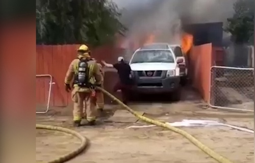 Etats-Unis: Il pénètre dans sa maison en feu pour sauver son chien _homme10