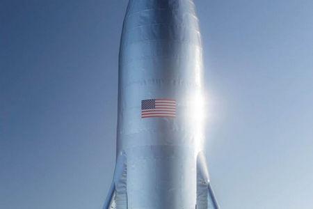 Elon Musk exhibe un prototype de sa prochaine fusée.. A0b0c012
