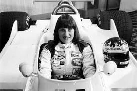 L'insolite histoire de Desiré Wilson, femme pilote de course. F1_au_10