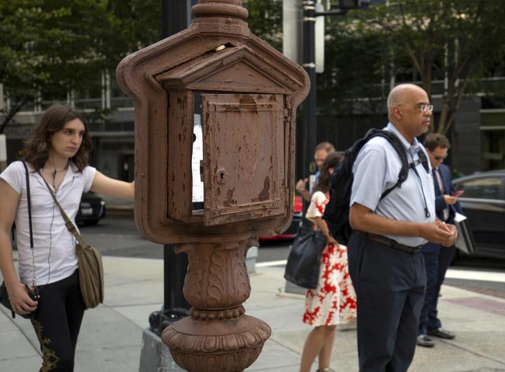 Dans les rues de Washington, d'anciens postes de téléphone d'urgence deviennent œuvres d'art Teleph12