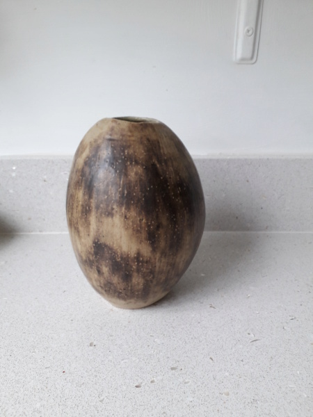 LR but not Lucy Rie  pebble vase 20190413
