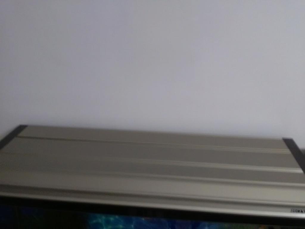 Composants du top filtre pour aquarium Img_2012
