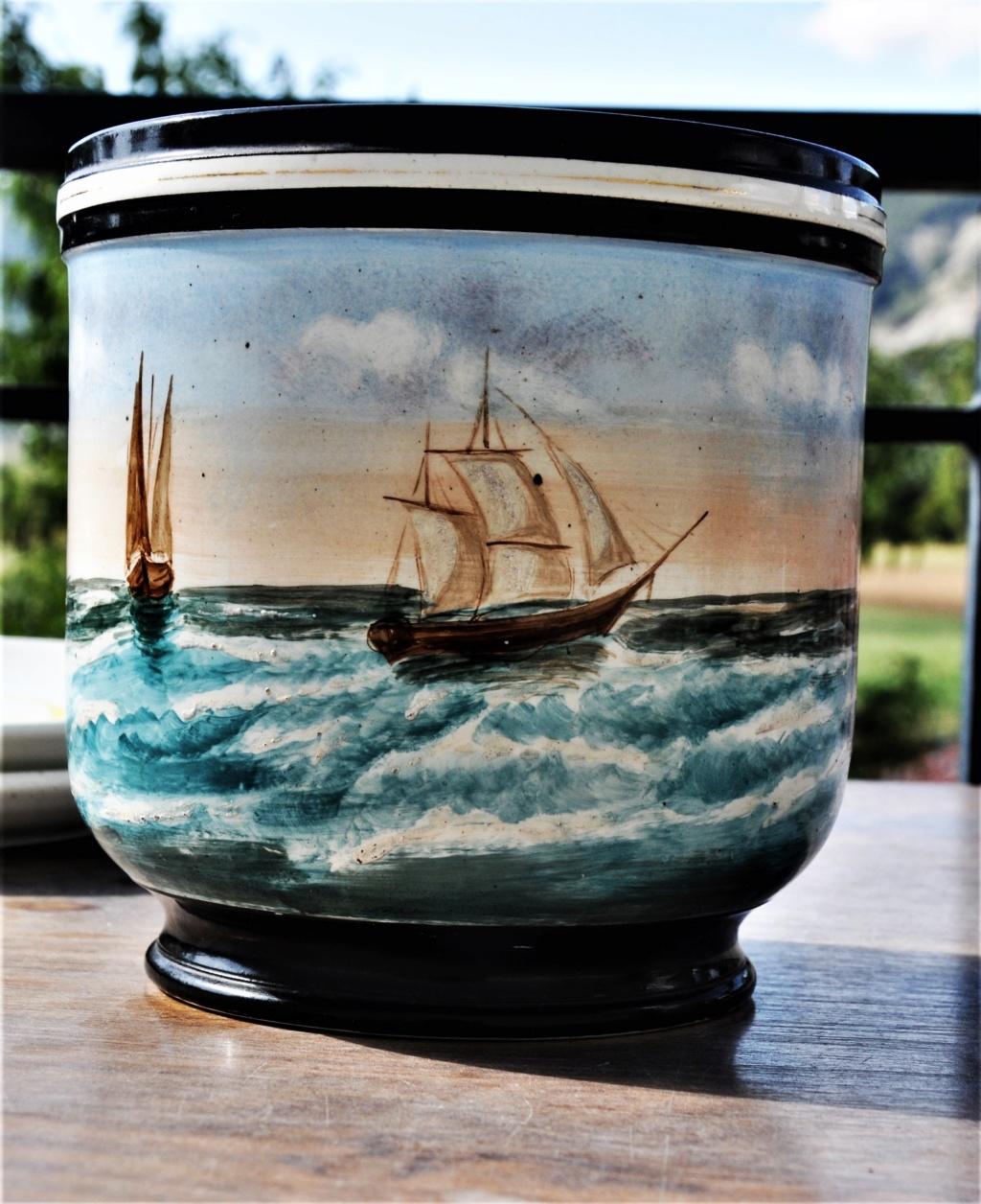 un cache pot avec un bateau a aubes = Paddle steam Dsc_0020