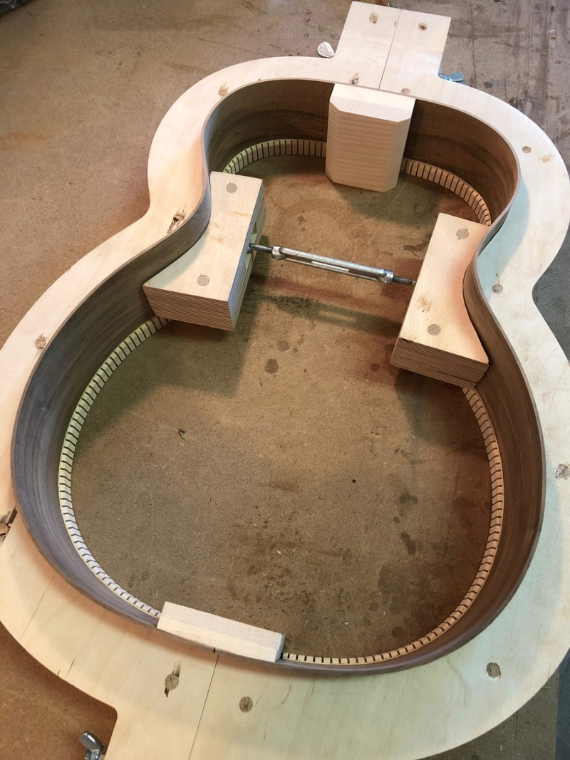 La Réselle guitares : un luthier suisse prometteur ! Img-2023