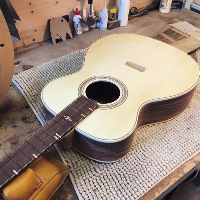 La Réselle guitares : un luthier suisse prometteur ! - Page 2 Img-2027