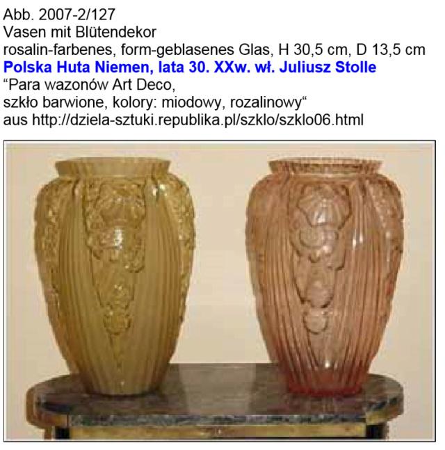 Gros vase verre noir pressé moulé Art Déco (?) côtelé, fleurs satinées Screen20