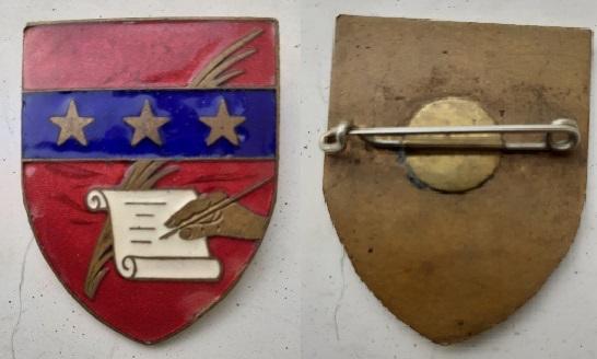 insigne : 3 étoiles - Palme - lettre - main - sur écu émail rouge à identifier 13012510