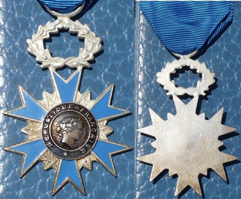 Médailles de chevalier de l'ONM P1130343