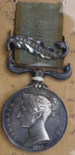 Médaille Crimée avec agrafe et ruban  P1140927