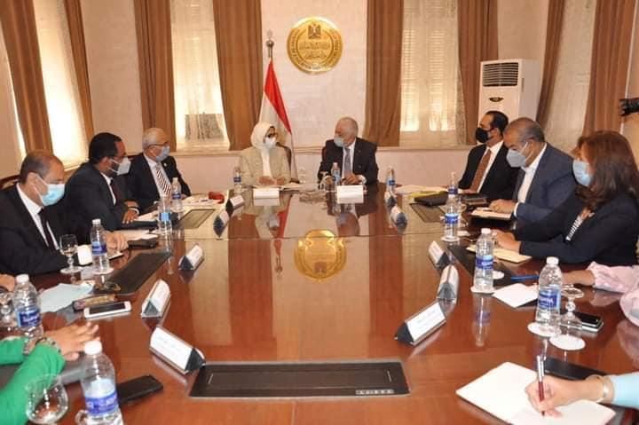 """تفاصيل اجتماع دكتور شوقى ووزيرة الصحة """" السماح بدء الدراسة بشروط و إجراءات جديدة 0229510"""