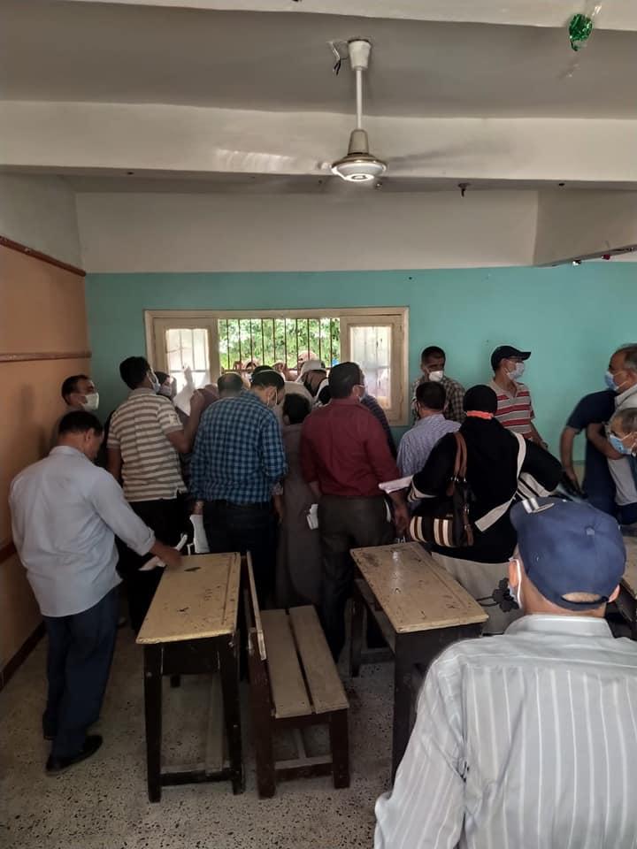 بالفيديو مشادات و زحام و تكدس المعلمين فى أول يوم اعتذار عن امتحانات الثانوية العامة 0_31610