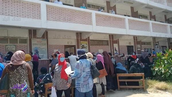 زحام وإقبال كبير لتقديم إعتذارات المعلمين عن امتحانات 10308510