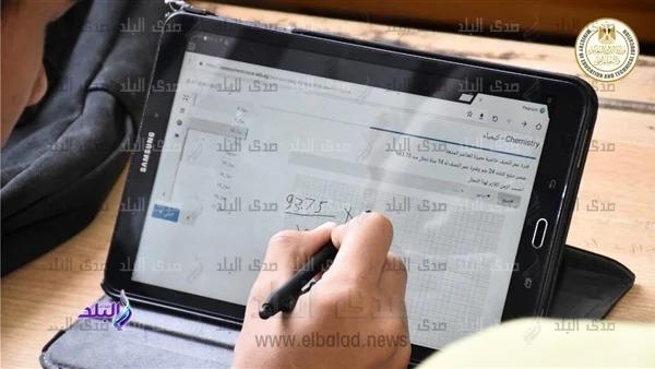 توزيع شرائح محمول لتشغيل الإنترنت على تابلت أولى ثانوي خارج المدارس 12972910