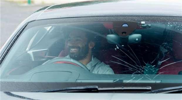 عاجل  حادث سير لكابتن محمد صلاح بسيارته والعامل ينقذه 17291810