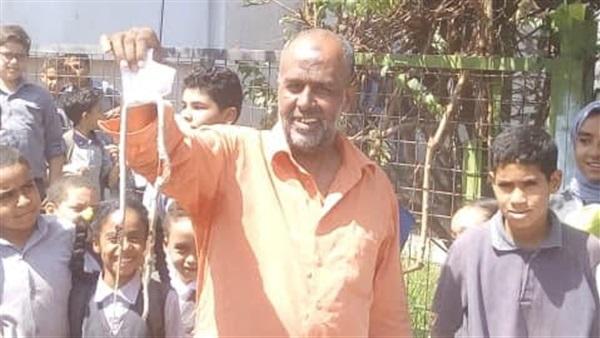 معلم صعيدى جدع - يقتل ثعبان داخل مدرسة بنجع حمادى و ينقذ التلاميذ 18110