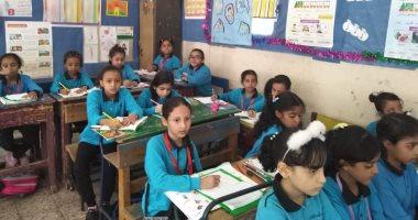 وكيل وزارة الجيزة يعلن توريد مقاعد جديدة   لحل مشكلة الكثافة فى مدارس المحافظة 20191012