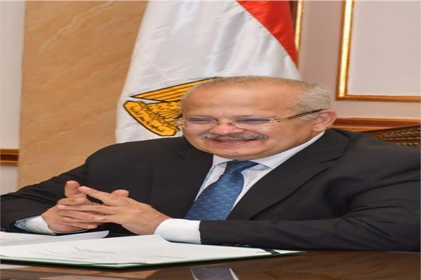 بشري سارة من رئيس جامعة القاهرة لأوائل الثانوية العامة 20200818