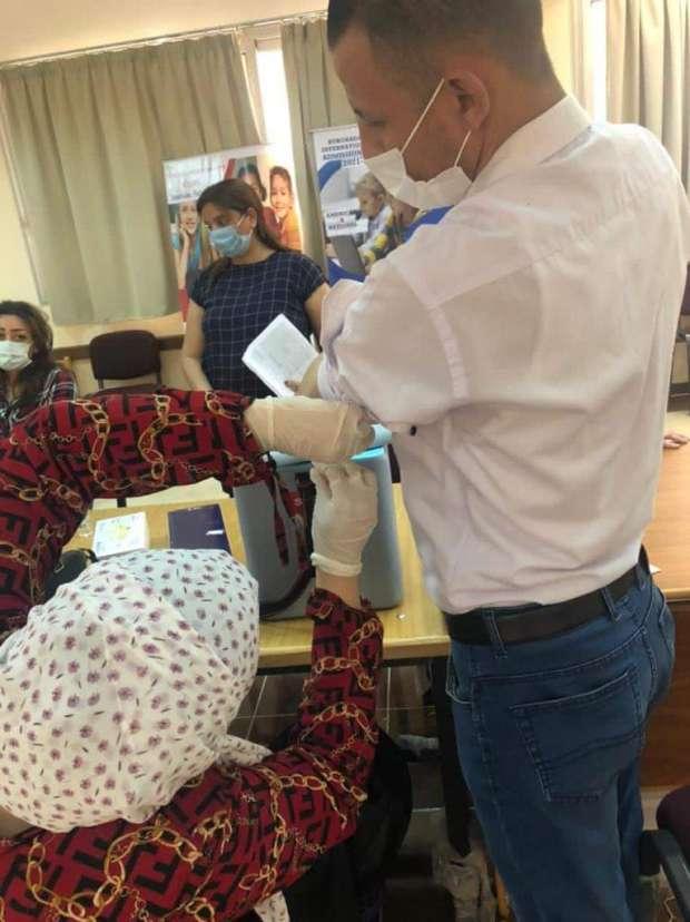 مبادرة مدرسة بالغردقة تتكفل بتطعيم كل معلميها و أولياء الأمور ضد كورونا 33116110