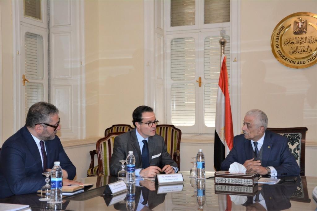دكتور شوقى يلتقى سفير فرنسا بالقاهرة لبحث أوجه التعاون المشترك في مجال التعليم وتبادل الخبرات 5-12-210