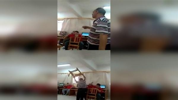 """مدرس يضرب  طالب بـ""""التختة"""" داخل الفصل """" فيديو """" 51910"""