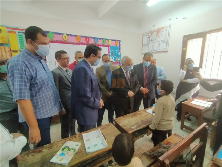 حجازي» بمدرسة السيدة خديجة الابتدائية في سمنود فى زيارة مفاجئة 54613